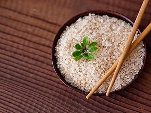 怎么分辨打蜡大米?