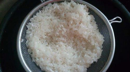 大米怎样清洗比较好
